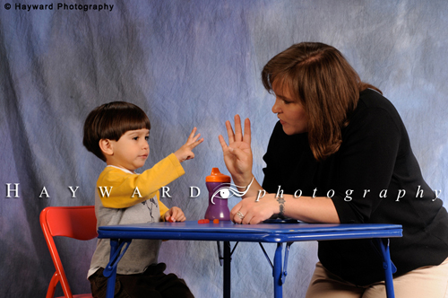 Ellbogen;  Young Boy Countingt with Mom_23